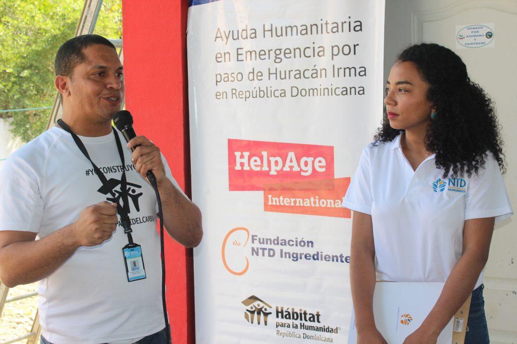 3 Roberto Moronta de Habitat y Maria Fernanda Ortega de Fundacion NTD se dirigen a los presentes
